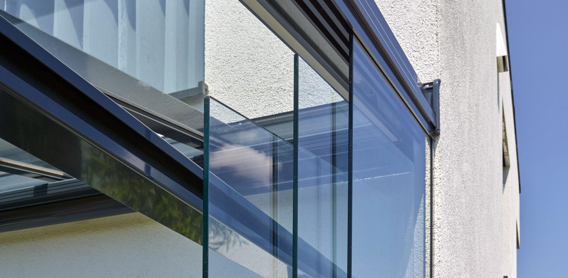 Senkrechte Verglasung für Terrassendächer